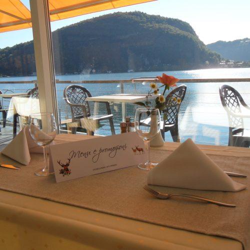 tresabay-ristorante-tavolo-al-lago